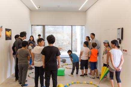 Niños de Gapado en el Open Studio de Gapado AiR